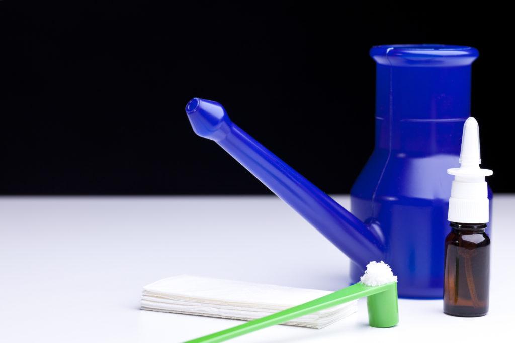 Festsitzender Schleim lässt sich mit Hilfe von Nasenduschen relativ gut beseitigen. (Bild: Stefan Balk/fotolia.com)