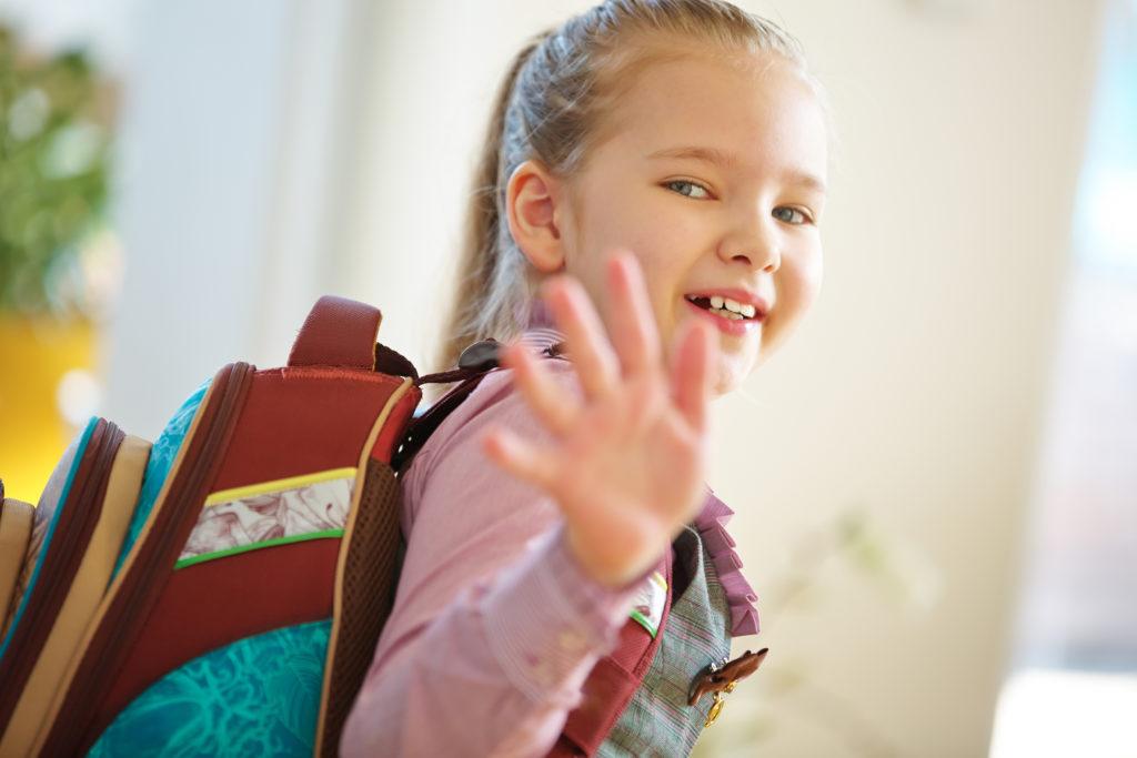 Die Schultasche sollte nicht mehr als 12 Prozent des Körpergewichts von Kindern wiegen. (Bild: Robert Kneschke/fotolia.com)