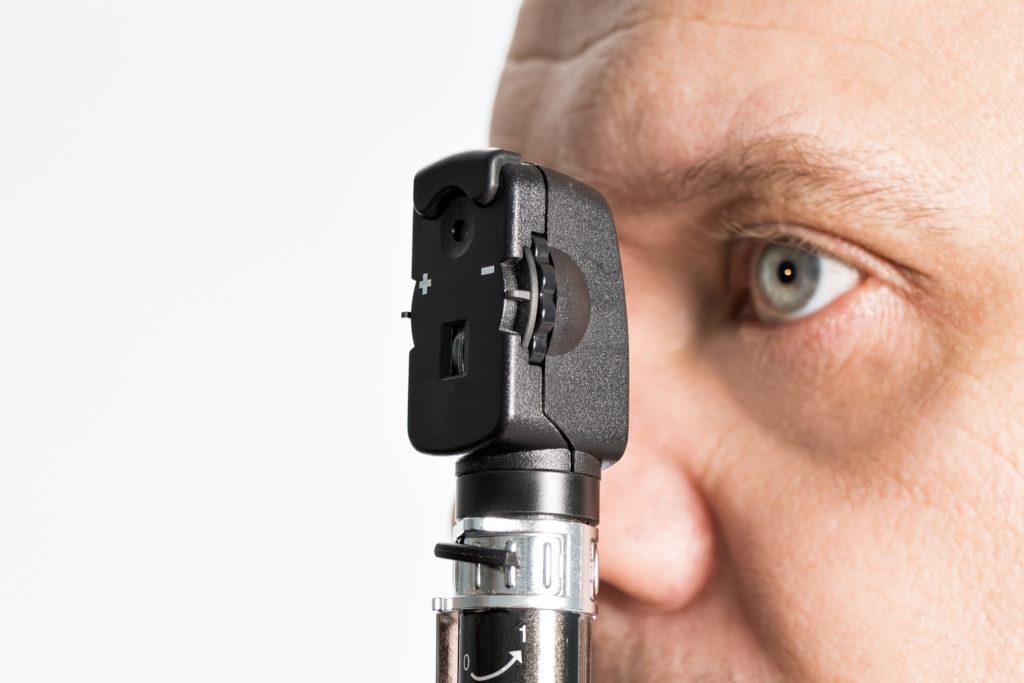 Oft sind Schwankungen der Sehschärfe auf Diabetes zurückzuführen. Bei einer augenärztlichen Untersuchung können die Schäden durch die Erkrankung schnell festgestellt werden. (Bild: Henrik Dolle/fotolia.com)