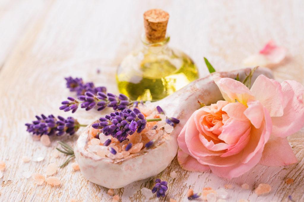 Ätherische Öle - Melisse kombiniert mit Rosenöl: Nach der