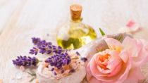 Rosenöl beruhigt und entspannt. Bild: Floydine - fotolia