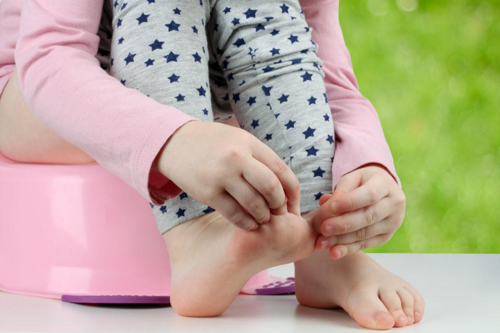 Eltern sollten in der Phase des Trockenwerdens auf keinen Fall Druck auf ihre Kinder ausüben. (Bild: Saklakova/fotolia.com)