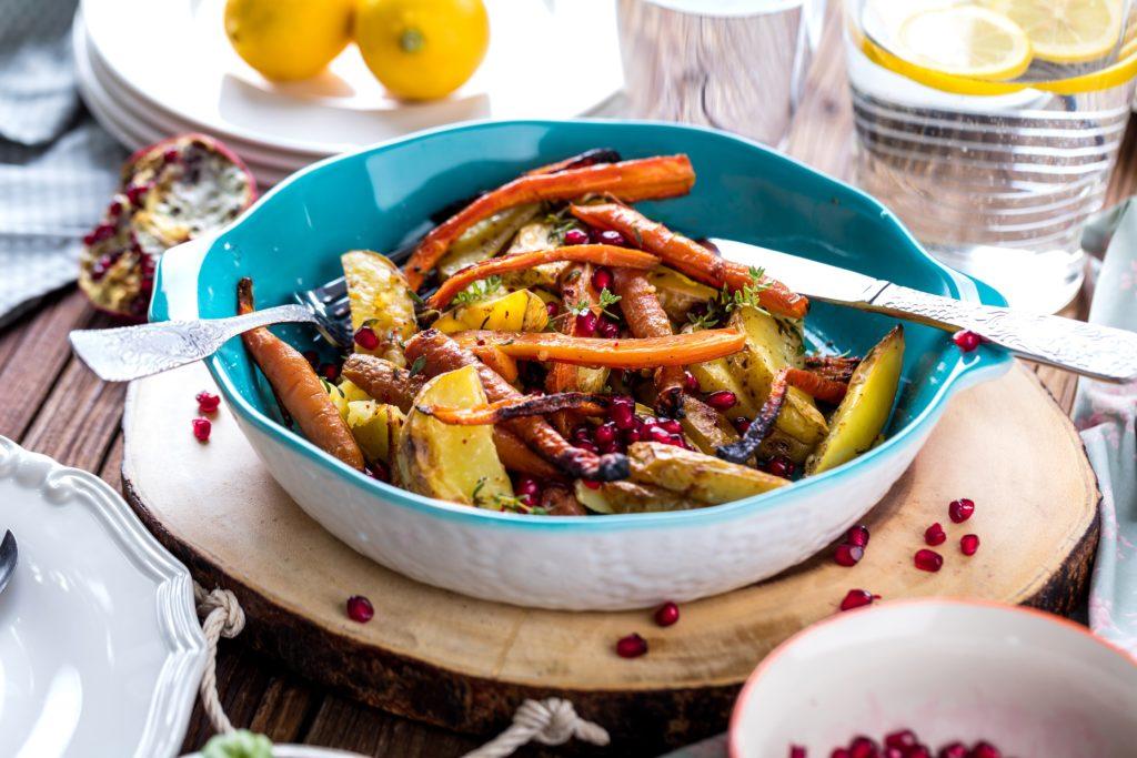 Veganes Gericht. Viele Menschen glauben, Vegan kochen sei eintönig. Dabei ist das Kochen nur anders und tatsächlich sehr vielseitig. Bild: karepa - fotolia