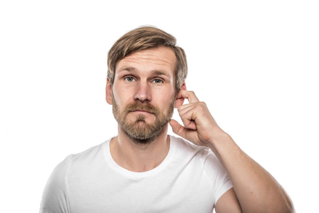 Wasser im Ohr: Wenn das Wasser nicht mehr aus dem Ohr kommt. Diese Mittel können helfen. Bild: D.R. - fotolia
