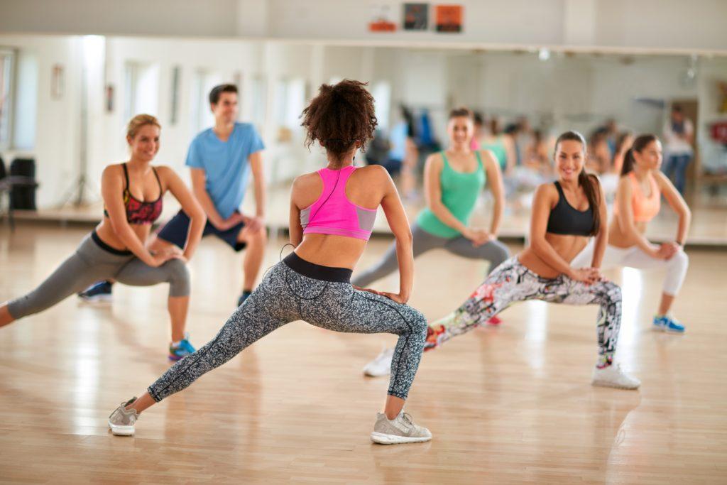 Mediziner stellten fest, dass ältere Menschen mit frühen Anzeichen einer vaskulären Demenz Aerobic machen sollten. Aerobic-Übungen führen zu einer geringen Verbesserung der Denkfähigkeiten. (Bild: luckybusiness/fotolia.com)
