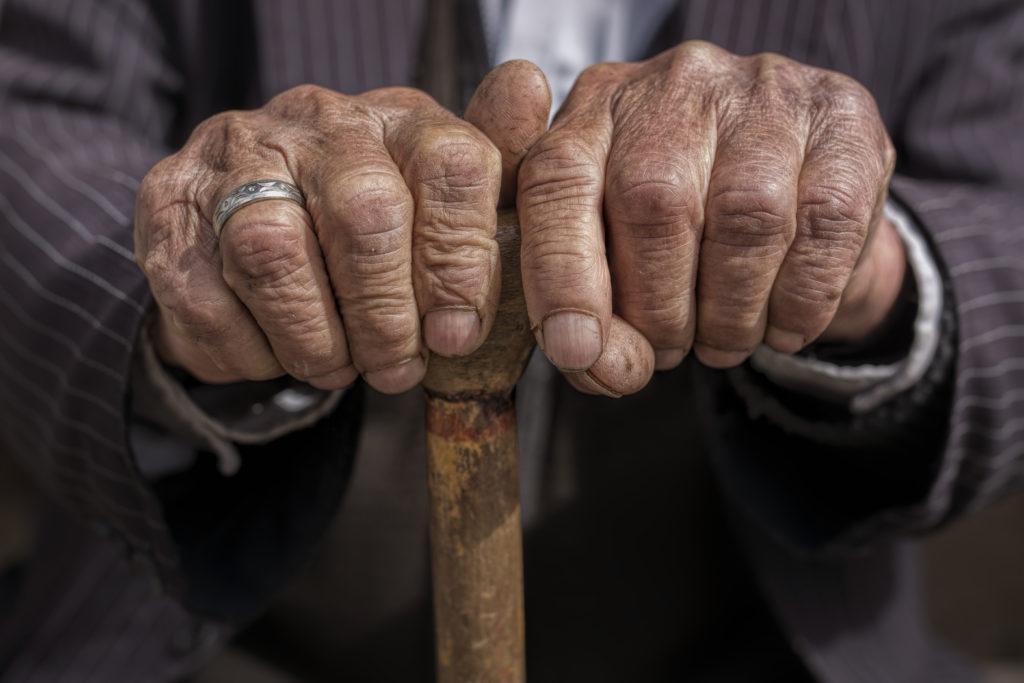 Menschen werden viel älter als vor 100 Jahren. Dies liegt zum Teil an unserer Ernährung und aktuell verfügbaren Medikamenten. Mediziner suchten jetzt nach einer Obergrenze unserer Lebenserwartung. (Bild: Sondem/fotolia.com)