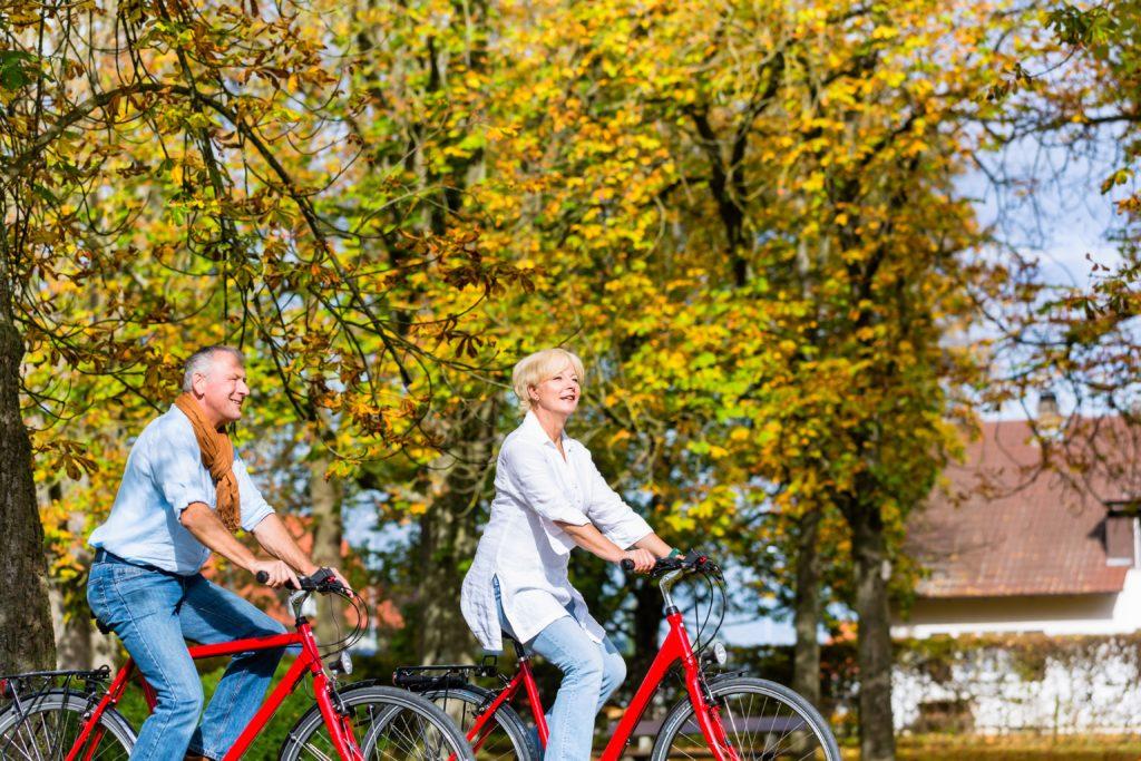 Etwa fünf Millionen Deutsche leiden an Arthrose. Heilbar ist die schmerzhafte Gelenkerkrankung nicht. Bewegung kann jedoch dazu beitragen, die Schmerzen zu lindern. (Bild: Kzenon/fotolia.com)