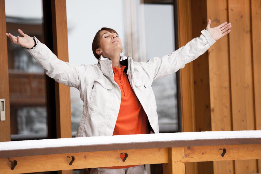 Die Arbeitsbelastung mancher Menschen nimmt immer gesundheitsgefährdendere Ausmaße an. Eine neue Atemtechnik-Methode kann dabei helfen, besser mit dem Stress umzugehen. Die Methode ist einfach erlernbar und jederzeit einsetzbar. (Bild: plprod/fotolia.com)