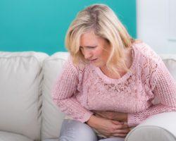 Ausstülpungen der Darmwand verursachen oft keine Beschwerden. Wenn sie sich jedoch entzünden, kann es zu starken Bauchschmerzen und Magen-Darm-Beschwerden kommen. (Bild: Picture-Factory/fotolia.com)