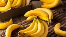Bananen enthalten viel Fruchtzucker und sind daher beliebte Energielieferanten. Für den schnellen Energiekick eignen sich am besten reife Früchte. (Bild: Brent Hofacker/fotolia.com)