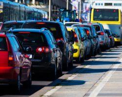Luftverschmutzung und Lärm schaden unserer Gesundheit. Wie eine europäische Studie nun zeigte, erhöhen diese Umwelteinflüsse die Gefahr für Bluthochdruck. (Bild: Gina Sanders/fotolia.com)