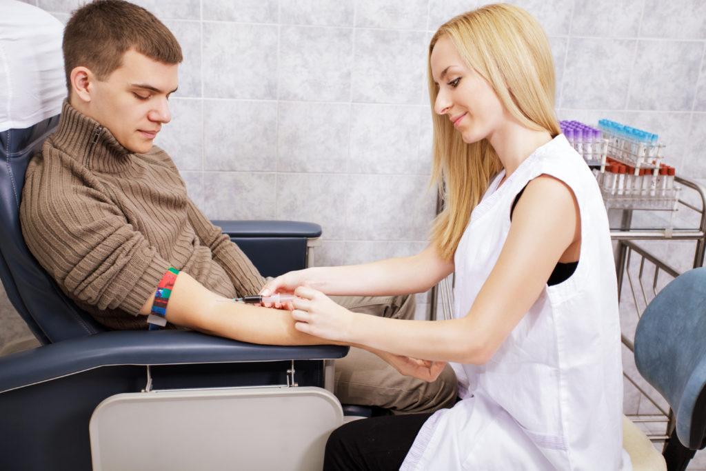 Asthmatiker oder Allergiker, die Blut spenden wollen, müssen wegen der Medikamenteneinnahme einiges beachten. In manchen Fällen ist ihre Spende nicht möglich. (Bild: milanmarkovic78/fotolia.com)
