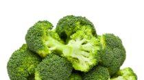 Sicherlich sollte jeder Mensch schon einmal gehört haben, dass Gemüse gesund ist. Forscher fanden aber jetzt heraus, dass einige Arten von Gemüse sogar den Alterungsprozess reduzieren. Brokkoli ist einer dieser sogenannten Jungbrunnen. (Bild: Anatoly Repin/fotolia.com)