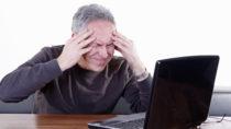 Wer sich mit einer Erkältung oder Grippe zur Arbeit schleppt, gefährdet auch die Gesundheit seiner Kollegen. In solchen Situationen sollte der Chef Vorbild sein und seine Krankheit selbst auskurieren. (Bild: Klaus Eppele/fotolia.com)