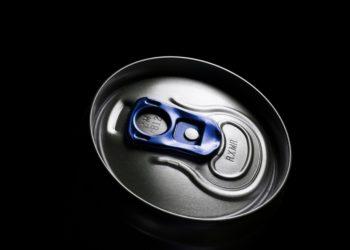 Energydrinks sind vor allem bei Jugendlichen beliebt. Die süßen, koffeinhaltigen Getränke können der Gesundheit schaden. Vor allem, wenn sie in Kombination mit Alkohol konsumiert werden. (Bild: spql/fotolia.com)