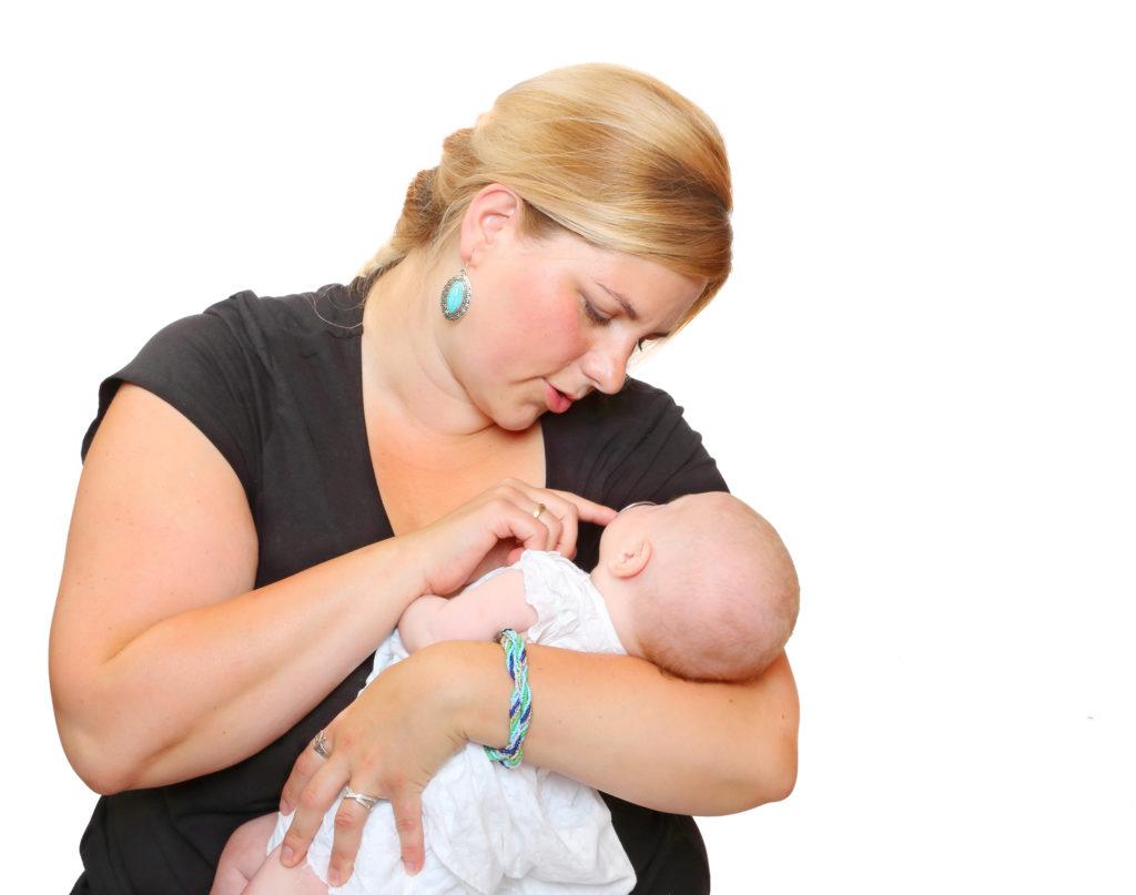 Fettleibigkeit kann bei Betroffenen zu verschiedenen Erkrankungen führen. Fettleibigkeit von Müttern wirkt sich sogar auf deren Babys aus. Solche Neugeborenen weisen verkürzte Telomere auf. Diese gelten als Marker des biologischen Alters. (Foto: Kletr/fotolia.com)