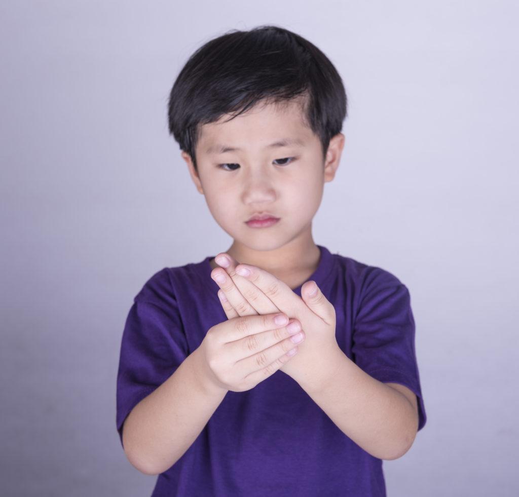 Kinder reden oft nicht über Gelenkschmerzen (utah778/fotolia.com)
