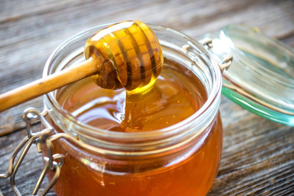 Öko-Test hat in zahlreichen Honig-Marken Rückstände von Schadstoffen nachgewiesen. (Bild: Dani Vincek/fotolia.com)