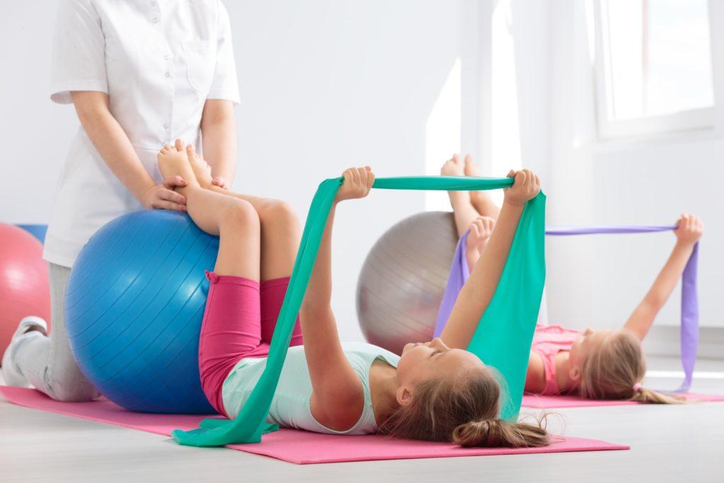 Mitglieder der Deutschen Rentenversicherung können auch für ihre Kinder Ansprüche auf Rehabilitation geltend machen. Zum Beispiel bei starkem Übergewicht oder Erkrankungen der Haut. (Bild: Photographee.eu/fotolia.com)