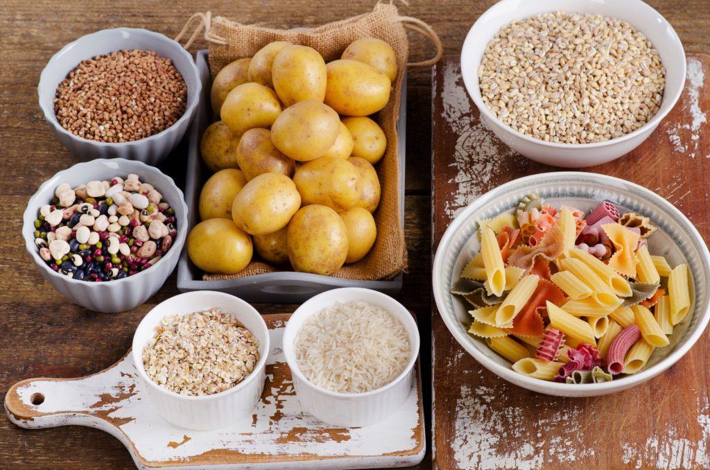 Viele Menschen, die abnehmen wollen, reduzieren die Aufnahme von Kohlenhydraten. Doch eine kohlenhydratreiche Kost ist laut Forschern am vorteilhaftesten für unsere Gesundheit und ein langes Leben. (Bild: bit24/fotolia.com)
