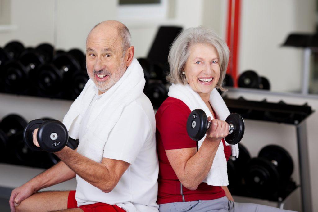 Viele Menschen verbinden Krafttraining mit großen Muskeln und Bodybuilding. Mediziner fanden heraus, dass Training mit Gewichten oder Widerständen auch die kognitiven Fähigkeiten verbessert. (Bild: contrastwerkstatt/fotolia.com)