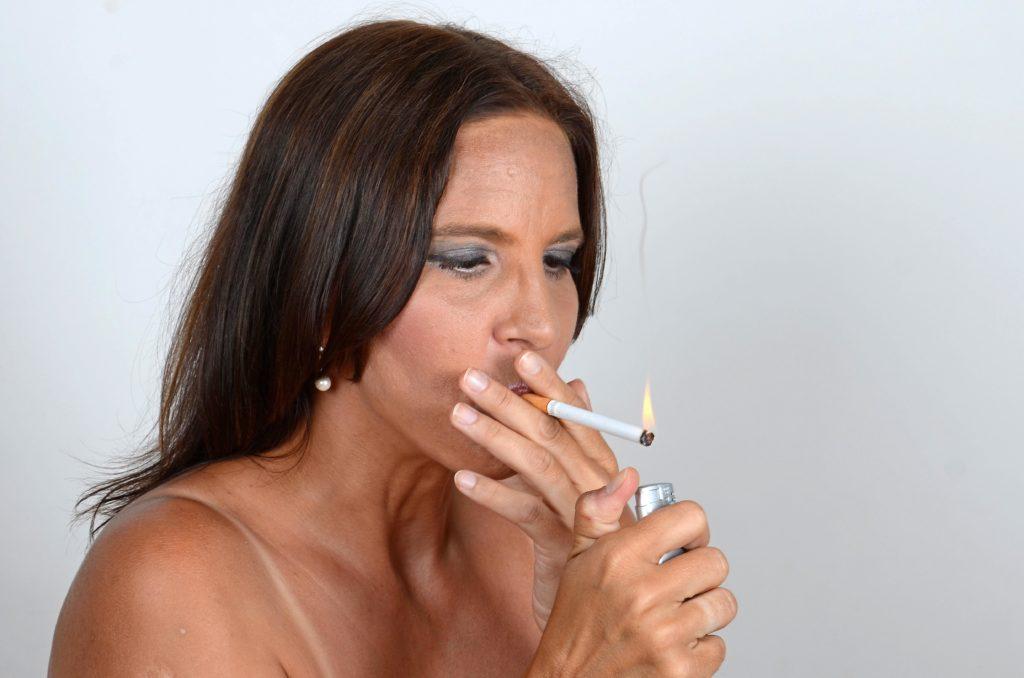 Die Anzahl der Todesfälle durch Lungenkrebs hat bei Frauen in den letzten zehn Jahren deutlich zugenommen. Grund ist der Tabakkonsum. (Bild: photo 5000/fotolia.com)
