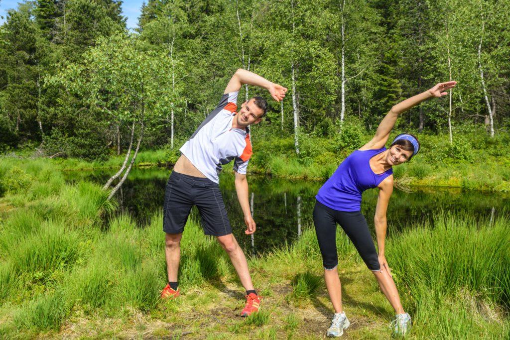 Jeder Sportler kennt die Beschwerden, die sich nach einem intensiven Training einstellen können. Dehnen vor dem Sport kann einem Muskelkater nicht vorbeugen. Die Schmerzen können aber gelindert werden. (Bild: ARochau/fotolia.com)