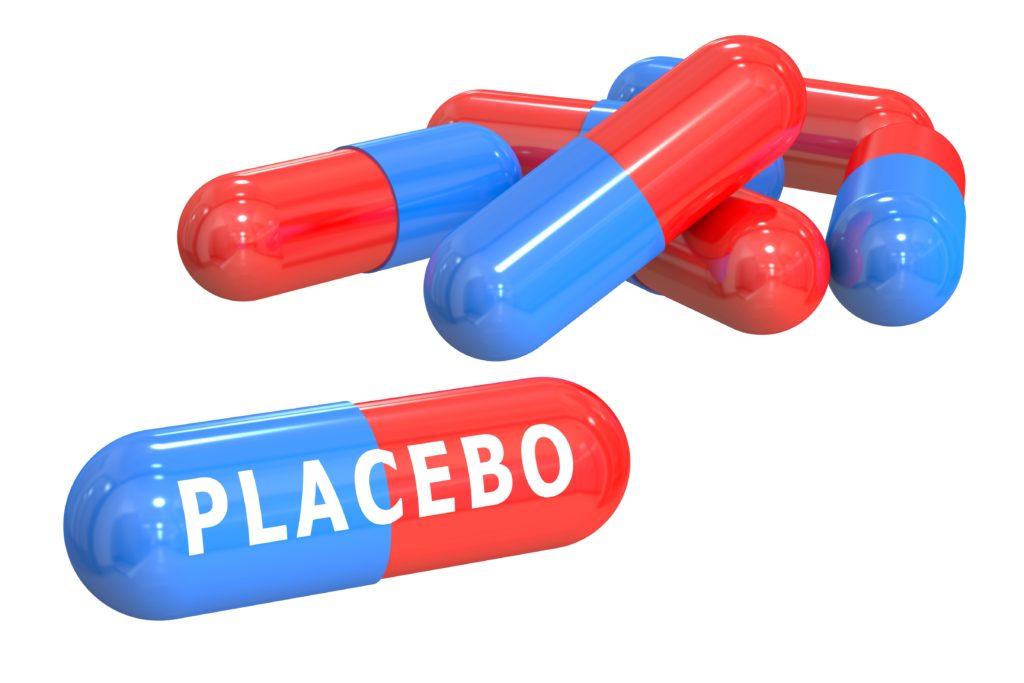 Normalerweise ist Patienten nicht bekannt, dass sie Placebos statt normalen Medikamenten einnehmen. Ein Studie untersuchte jetzt die Auswirkungen auf chronische Rückenschmerzen, wenn Betroffene bewusst Placebos einnehmen. (Bild: alexlmx/fotolia.com)
