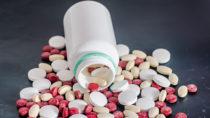 Schwangere Frauen sollten vorsichtig sein wenn sie gezwungen sind Medikamente einzunehmen. Manche Medikamente können unerwartete Folgen haben. Forscher stellten fest, dass wenn schwangere Frauen sogenannte SSRIs einnehmen, dadurch bei den Kindern das Risiko für Sprachstörungen ansteigt. (Bild: Negoi Cristian/fotolia.com)
