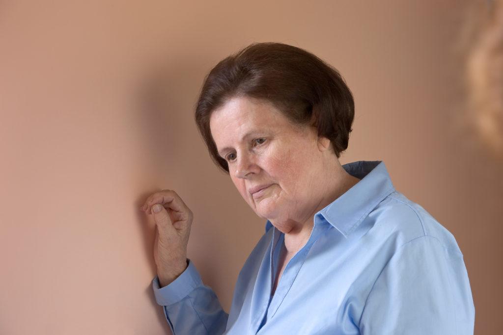 Fast dreißig Prozent der Bevölkerung leiden im Laufe ihres Lebens irgendwann einmal unter Schwindel. Senioren sollten die Beschwerden besonders ernst nehmen. Bei ihnen kann Schwindel das ohnehin erhöhte Sturzrisiko weiter steigern. (Bild: rainbow33/fotolia.com)