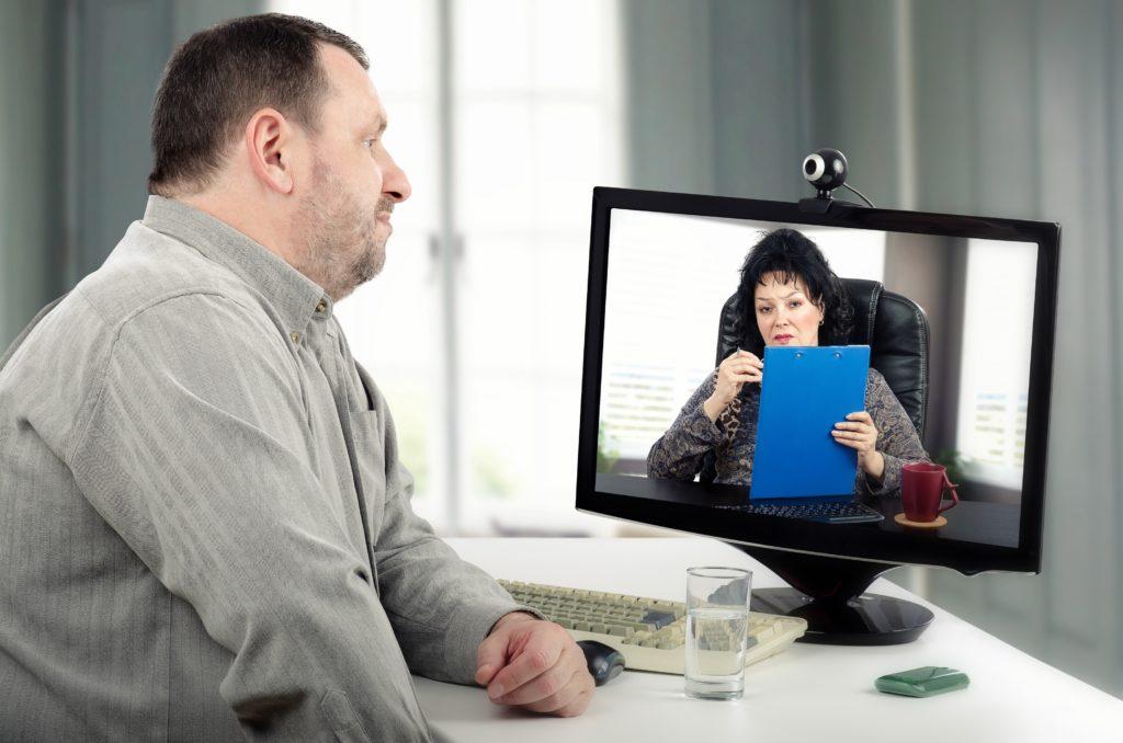 Eine aktuelle Studie kommt zu dem Ergebnis, dass eine Teletherapie Stotterern genauso gut hilft, wie eine vergleichbare Behandlung im Sprechzimmer. (Bild: verbaska/fotolia.com)