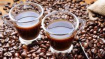 In einer Umfrage der Kaufmännischen Krankenkasse gab jeder Vierte, der Probleme mit der Zeitumstellung hat, an, mehr koffeinhaltige Getränke zu konsumieren. (Bild: fabiomax/fotolia.com)