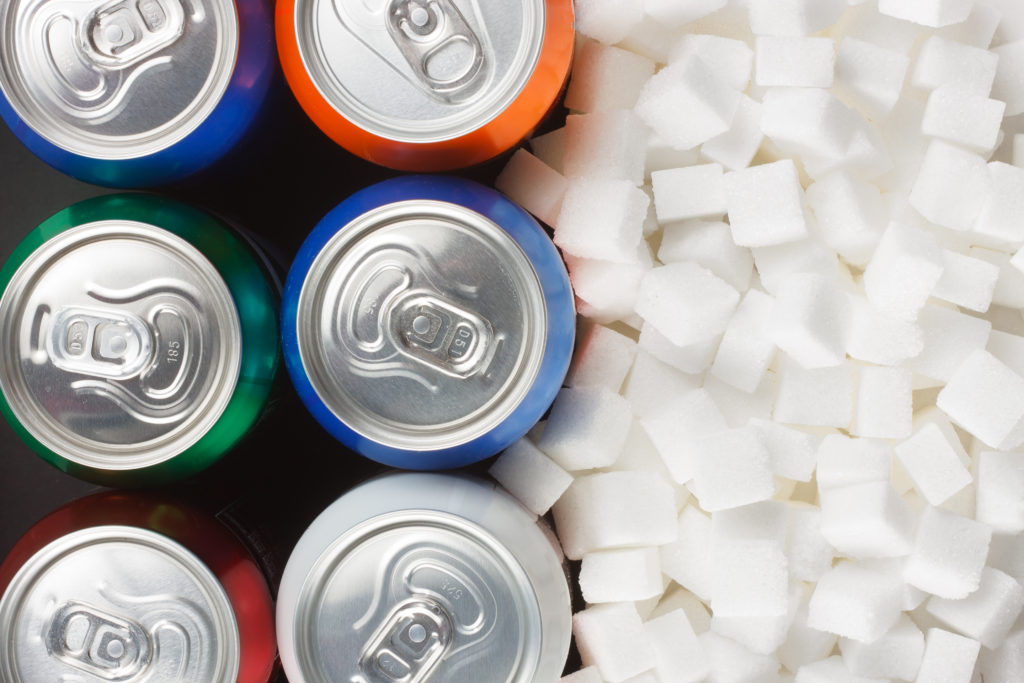 Soft-Drinks - Mehr als vier Zuckerwürfel im Glas