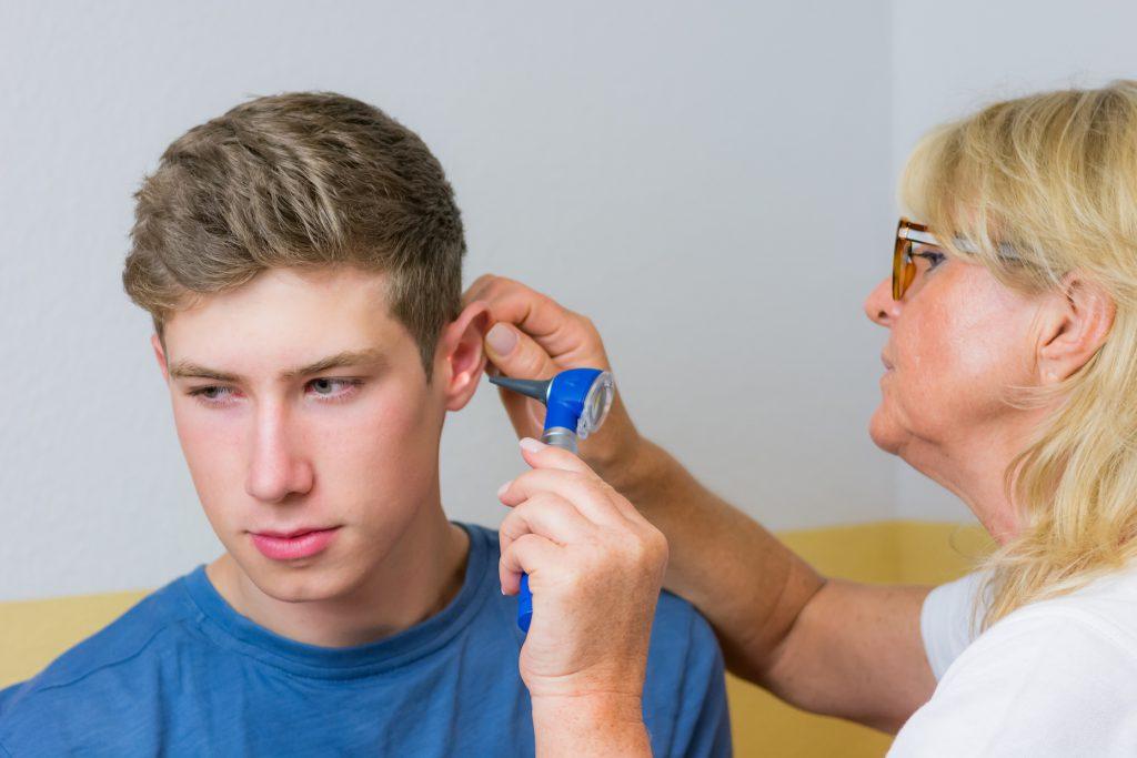 Die Begutachtung kann ein HNO-Arzt vornehmen. Bild: oldline2 - fotolia