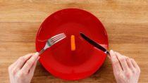 Wer abnehmen will und dabei seine tägliche Kalorienzufuhr zu sehr einschränkt, riskiert, dass es anschließend zu einem Jo-Jo-Effekt kommt. Mitunter kann auch die Gesundheit darunter leiden. (Bild: bravissimos/fotolia.com)