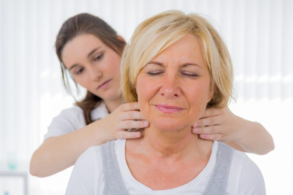 Schon eine kurze Massage kann gegen depressive Stimmungslagen in der kalten Jahreszeit helfen.  (Bild: Picture-Factory/fotolia.com)