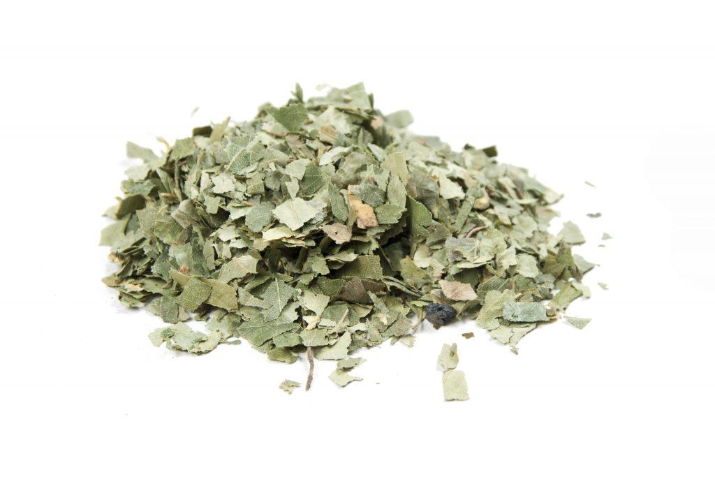 Tee aus Birkenblättern zeigt allgemein bei rheumatischen Beschwerden und auch bei Ermüdungsschmerzen eine vielversprechende Wirkung. (Bild: Franziska Krause/fotolia.com)