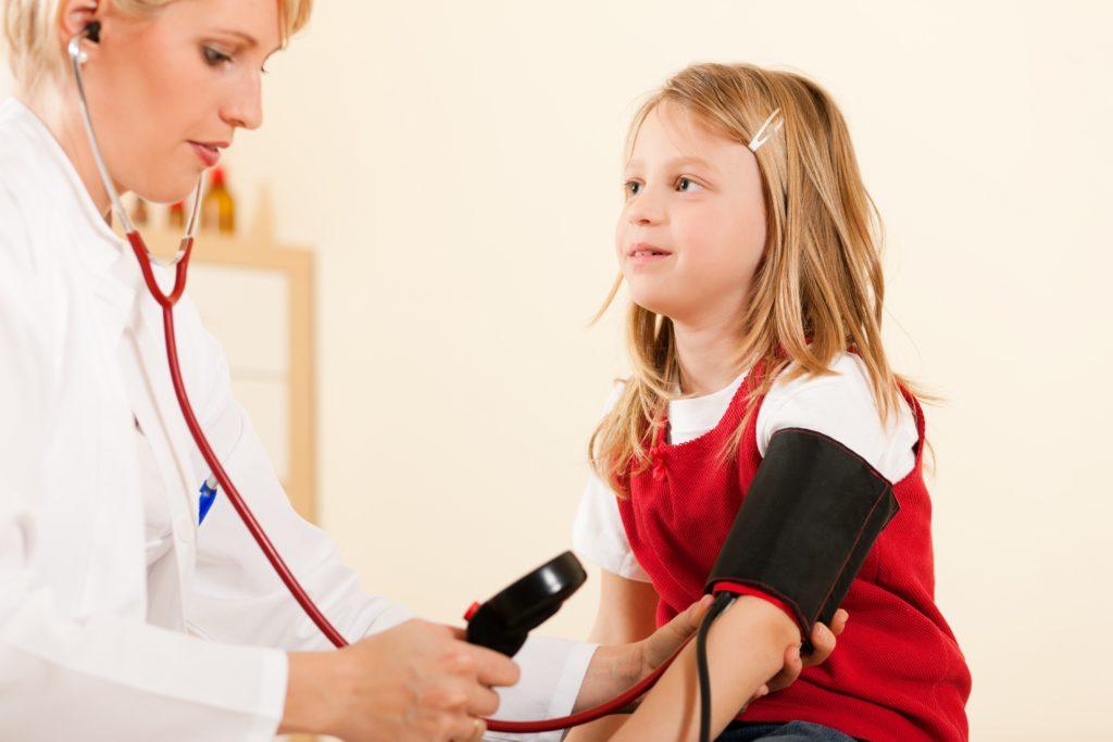 Wissenschaftler haben in einer Studie festgestellt, dass Bluthochdruck bei Kindern und und Jugendlichen die geistige Leistungsfähigkeit leicht verringern kann. (Bild: Kzenon/fotolia.com)