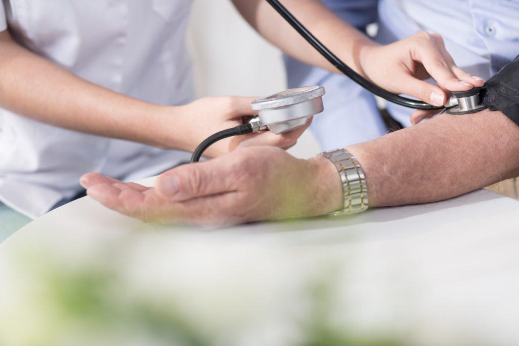 Laut einer aktuellen Studie hat sich die Zahl der Menschen mit Bluthochdruck in den vergangenen 40 Jahren weltweit nahezu verdoppelt. Das Problem hat sich von reichen in eher ärmere Länder verschoben. (Bild: Photographee.eu/fotolia.com)