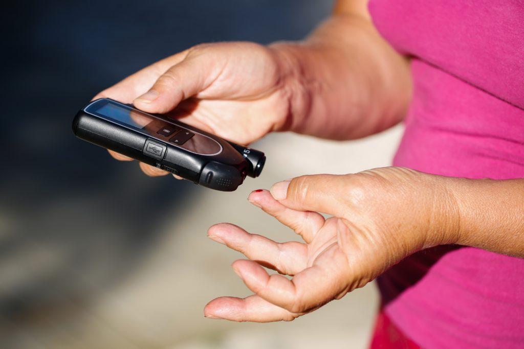 Patienten mit Typ-2-Diabetes haben ein erhöhtes Krebsrisiko. Auch manche Diabetes-Medikamente erhöhen die Gefahr für eine Krebserkrankung. Eine personalisierte Therapie kann diese Risiken mindern. (Bild: zlikovec/fotolia.com)