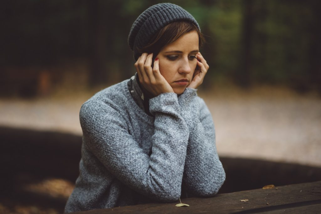 Die psychischen Auswirkungen einer Fehlgeburt bei Frauen sind meist sehr schwerwiegend. Nach einer Eileiterschwangerschaft oder einer Fehlgeburt leiden viele betroffene Frauen unter posttraumatischen Belastungsstörungen. (Bild: wstockstudio/fotolia.com)