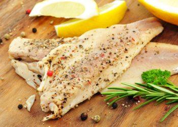 Die Wechsler Feinfisch GmbH ruft geräucherte Forellenfilets zurück. In dem Produkt wurden Listerien nachgewiesen. Diese Bakterien können der Gesundheit schaden. (Bild: photocrew/fotolia.com)