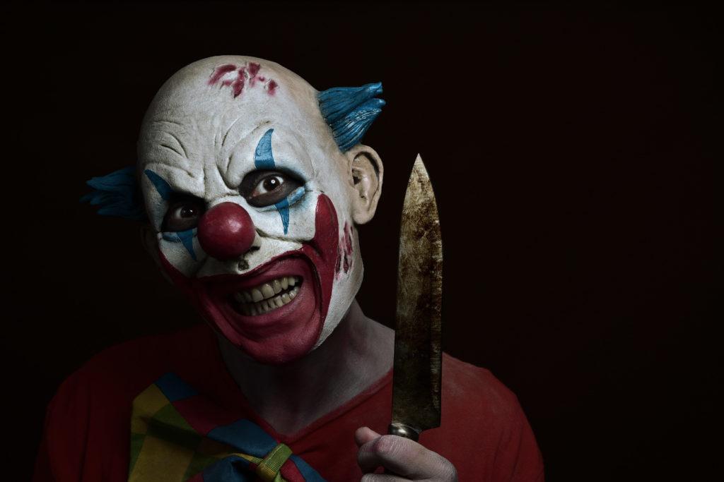 Lachen kann böse sein, und eine Maske tarnt Verbrechen. (nito/fotolia.com)