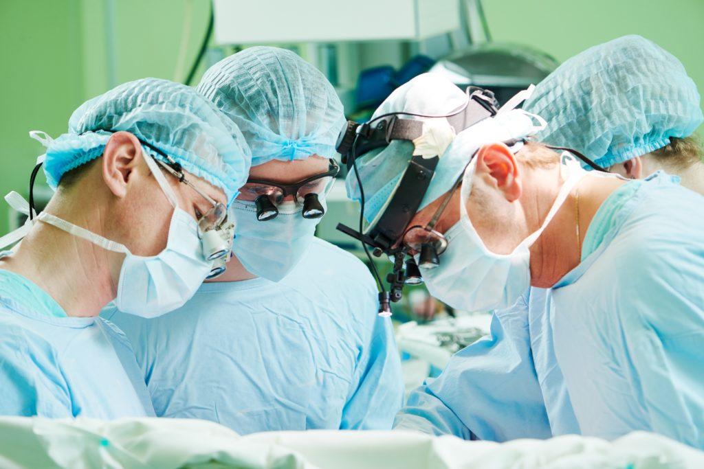 Tübinger Ärzte haben vor kurzem die erste Gebärmutter-Transplantation in Deutschland durchgeführt. Solche OPs könnten laut Experten tausenden Frauen bei ihrem Kinderwunsch helfen. (Bild: Kadmy/fotolia.com)