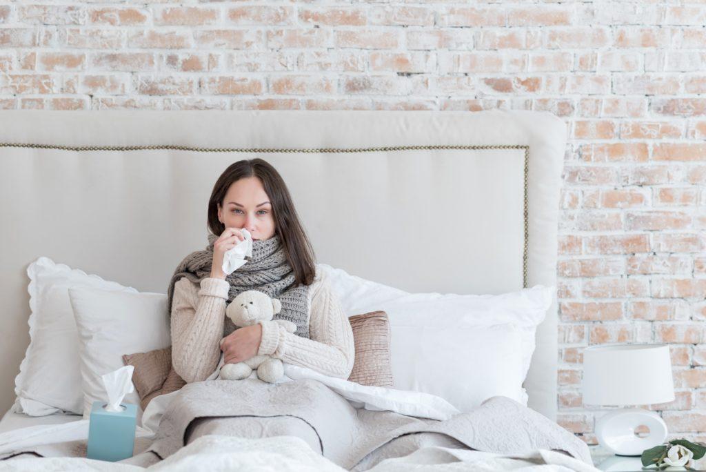 Eine Grippeerkrankung ist meist sehr unangenehm und kann Betroffene einige Tage außer Gefecht setzen. Mediziner fanden jetzt heraus, dass die erste Grippe im Leben beeinflusst, für welche Formen der Grippe wir im späteren Leben besonders anfällig sind. (Bild: Viacheslav Iakobchuk/fotolia.com)
