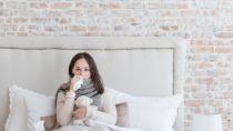 Eine Grippeerkrankung ist meist sehr unangenehm und kann Betroffene einige Tage außer Gefecht setzen. Mediziner fanden jetzt heraus, dass die erste Grippe im Leben beeinflusst gegen welche Formen der Grippe wir im späteren Leben besonders anfällig sind. (Bild: Viacheslav Iakobchuk/fotolia.com)