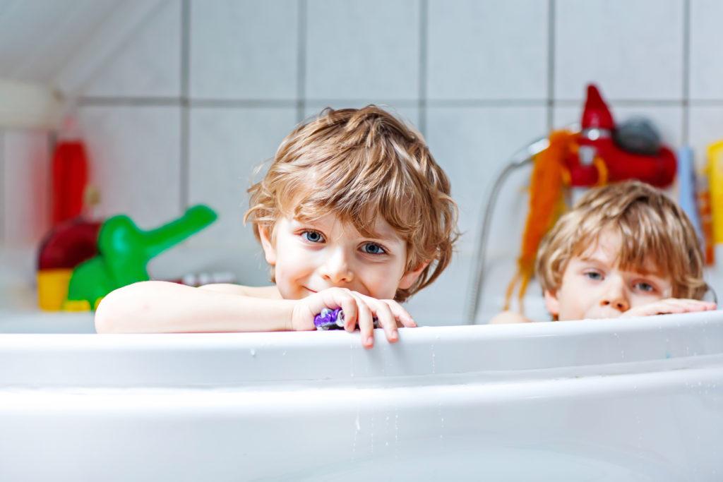 Hautärzte weisen darauf hin, dass Kinder nicht täglich in die Badewanne müssen. Für Sechs- bis Elfjährige reicht es aus, wenn sie zwei bis drei mal die Woche baden. (Bild: Irina Schmidt/fotolia.com)
