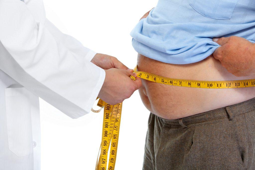 Es ist schon lange bekannt, dass Übergewicht und Fettleibigkeit zu verschiedenen gesundheitlichen Problemen führen können. Mediziner stellten jetzt fest, dass es einen direkten Zusammenhang zwischen der Entstehung von Krebs und einem zu hohen BMI gibt. (Bild: Kurhan/fotolia.com)