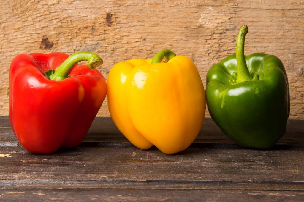 Egal ob rot, grün oder gelb: Paprika ist gesund und zählt zu den Vitamin-C-reichsten Nahrungsmitteln überhaupt. Mit dem Gemüse kann man seine Abwehrkräfte in der Winterzeit stärken. (Bild: fredograf/fotolia.com)