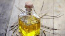 US-amerikanische Forscher haben herausgefunden, dass Rapsöl beim Abnehmen helfen kann. Die ungesättigten Fettsäuren nehmen das Bauchfett ins Visier. (Bild: photocrew/fotolia.com)